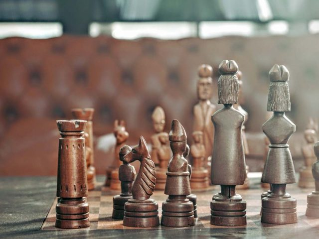 Czasami czujemy się jak pionki na szachownicy, od których niewiele zależy, ile w tym prawdy?